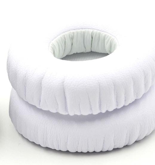 Powieksz do pelnego rozmiaru nauszniki nausznice, gąbki, gąbka, cushion, ear pad, ear pads, JBL E40BT, E40BT, E40 BT,  http://www.jbl.waw.pl/images/jbl-e40bt-nauszniki.jpg